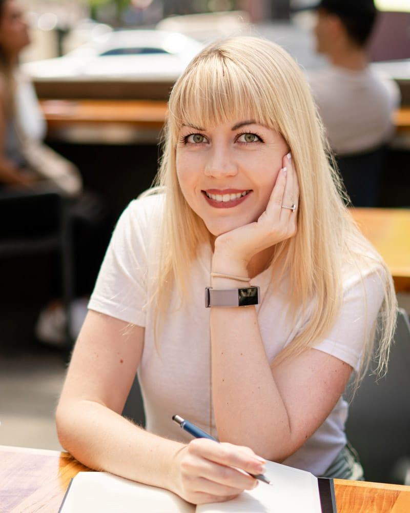 Sarah Lawley Holistic Nutritionist Sitting at a Coffee Shop